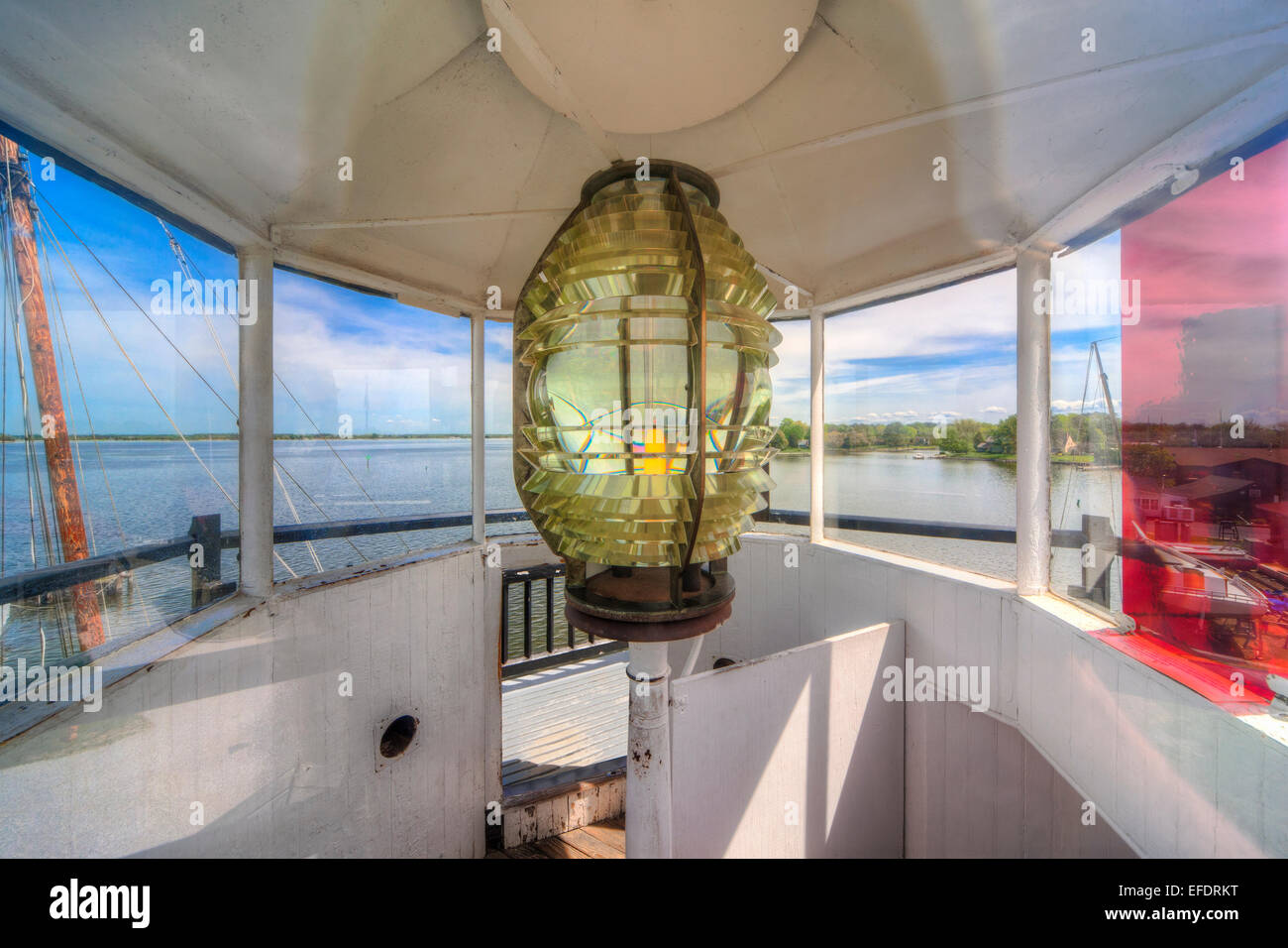 Chesapeake Bay Maritime Museum. The Fresnel lens of the Hooper Strait Lighthouse at Navy Point, St. Michaels Maryland - Stock Image