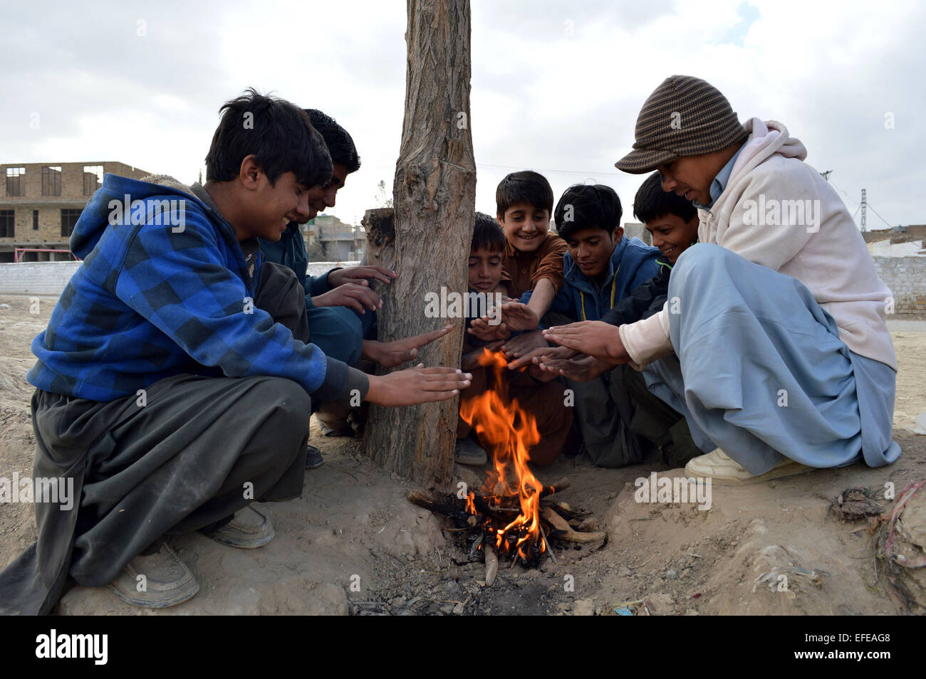 Quetta. 2nd Feb, 2015. Children sit around fire to warm themselves in southwest Pakistan's Quetta, Feb. 2, 2015. - Stock Image