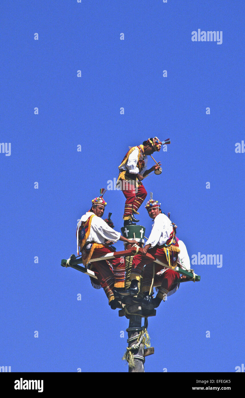 Mexico Totonac Indians Perform Intricate Weaving Dance Routines On Stock Photo Alamy