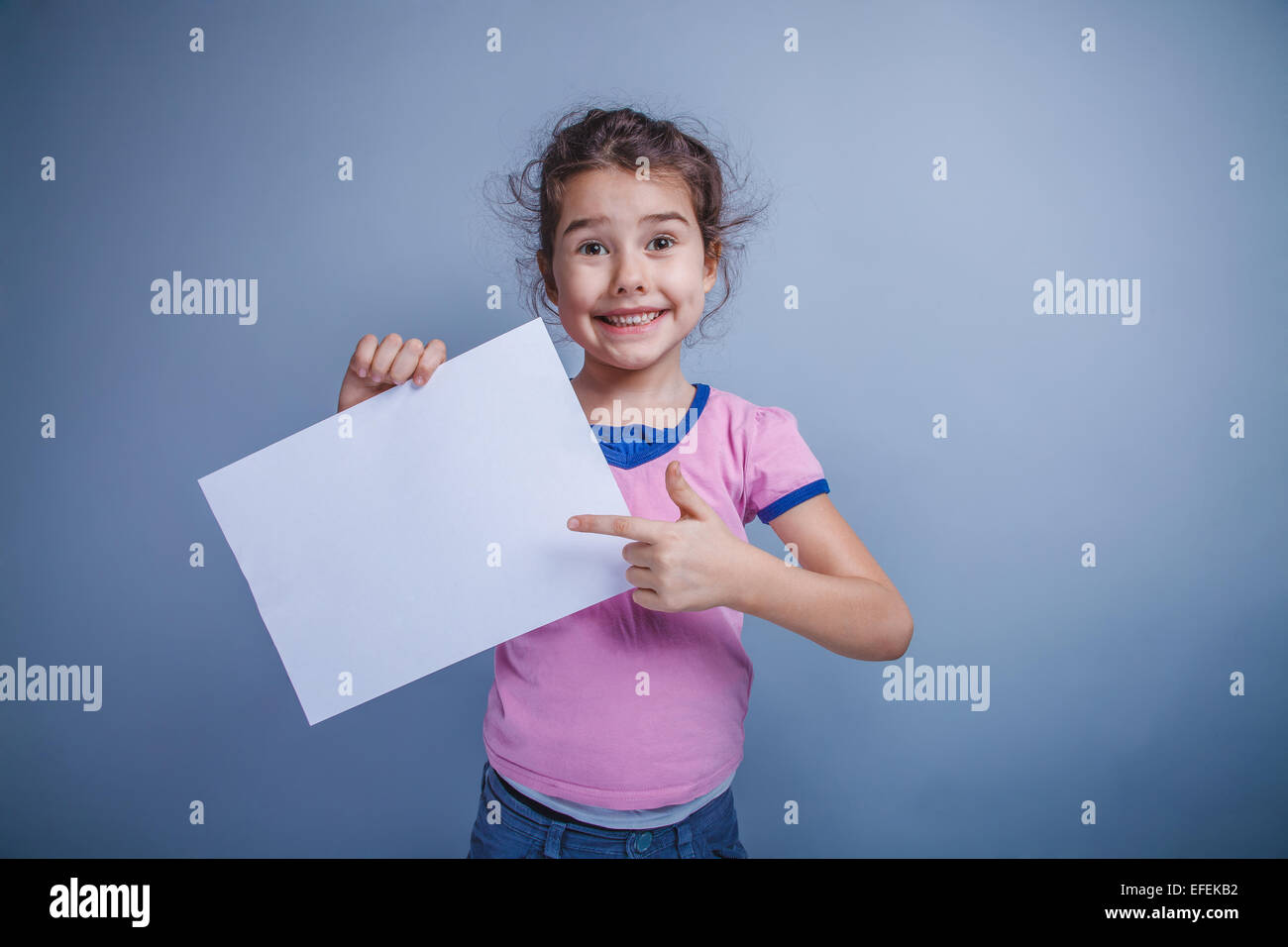girl child 6 years of European appearance holds a clean sheet, s - Stock Image