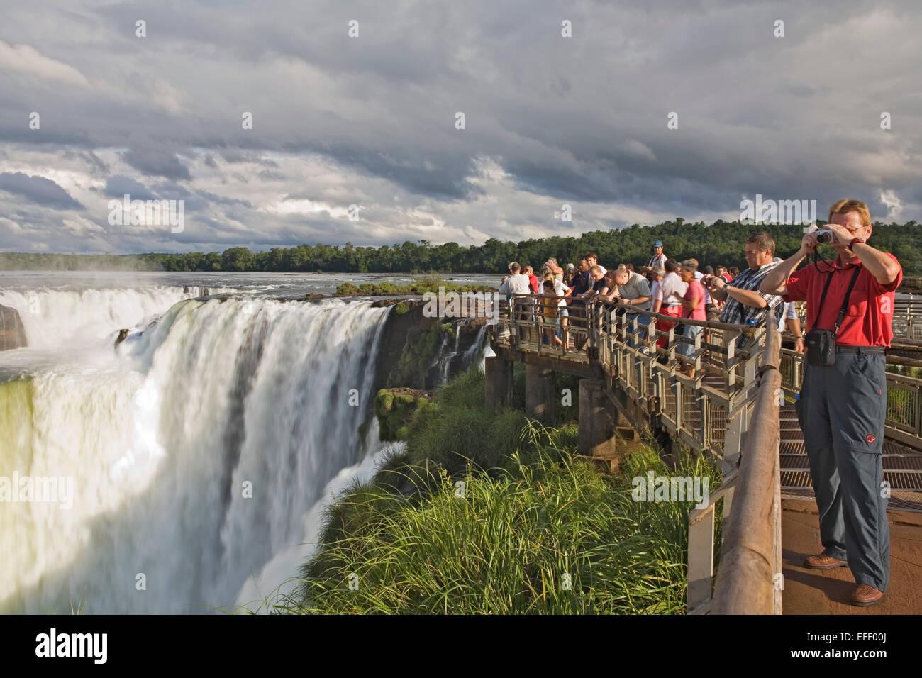 Tourists, Garganta del Diablo Devil's Throat, Iguazu National Park, Argentina - Stock Image