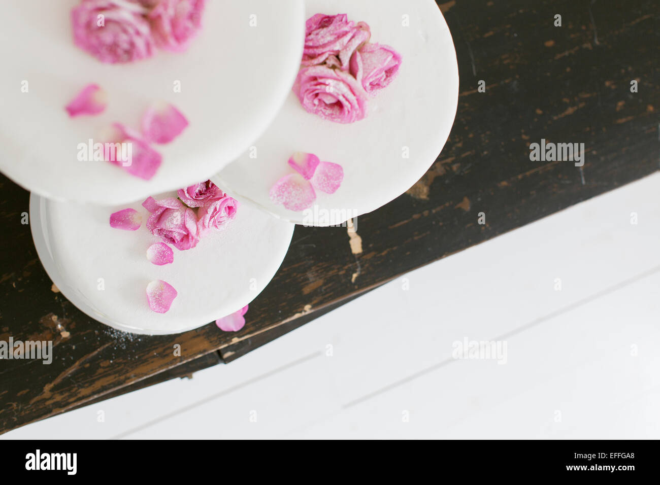 High angle view of delicious cake with rose decorations - Stock Image
