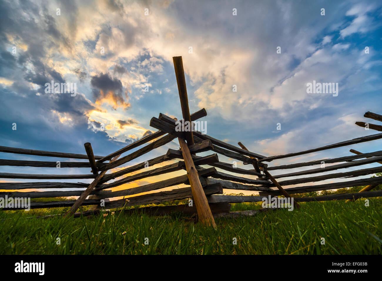 Worm fence or snake fence a split rail fence on Civil War Battlefield at Oak Hill, Oak Ridge, Gettysburg National - Stock Image