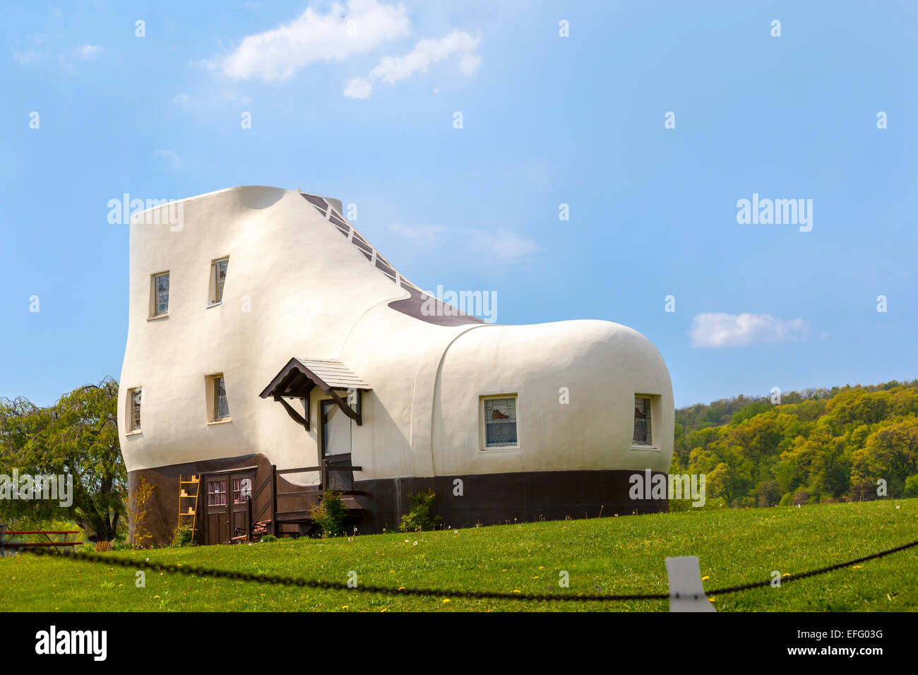Haines Shoe House in Hellam Pennsylvania. Roadside attraction novelty building modeled after a work boot. - Stock Image