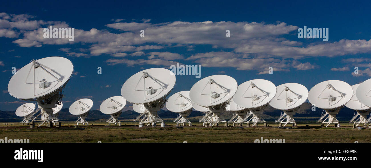 Radar telescopes in alignment at the National Radio Astronomy Observatory (Very Large Array) near Socorro, New Mexico, - Stock Image