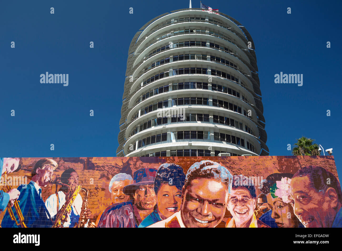 RICHARD WYATT HOLLYWOOD JAZZ MURAL CAPITOL RECORDS BUILDING TOWER VINE STREET HOLLYWOOD LOS ANGELES CALIFORNIA - Stock Image
