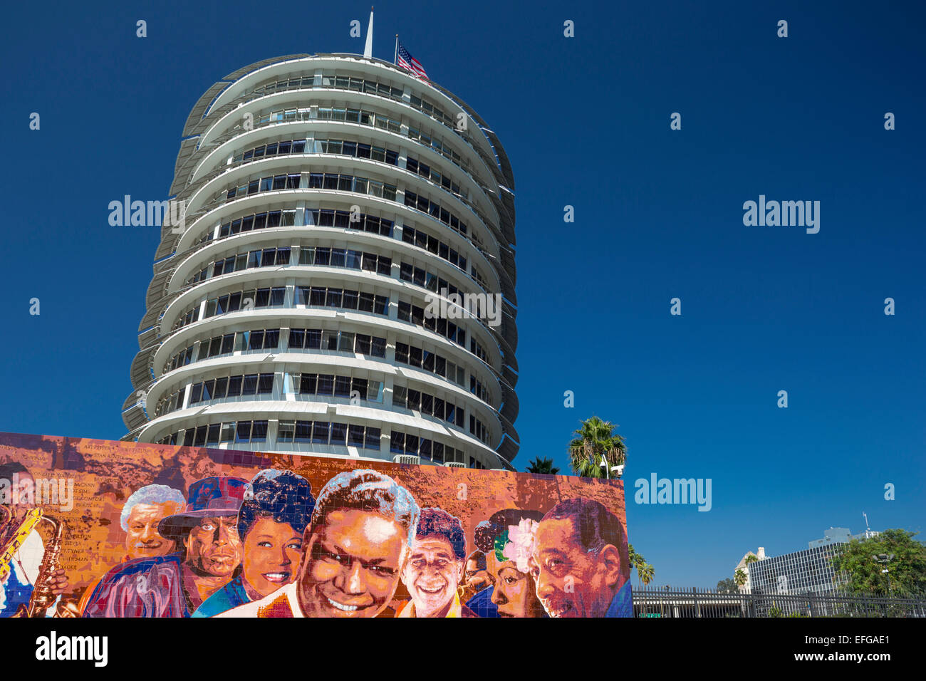 HOLLYWOOD JAZZ MURAL(©RICHARD WYATT 1987) CAPITOL RECORDS BUILDING (©LOUIS NADORF 1956) VINE STREET HOLLYWOOD - Stock Image