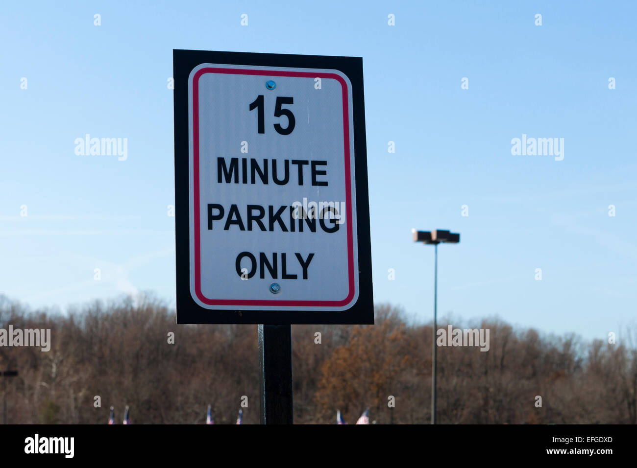 15 minute parking sign at strip mall - USA - Stock Image