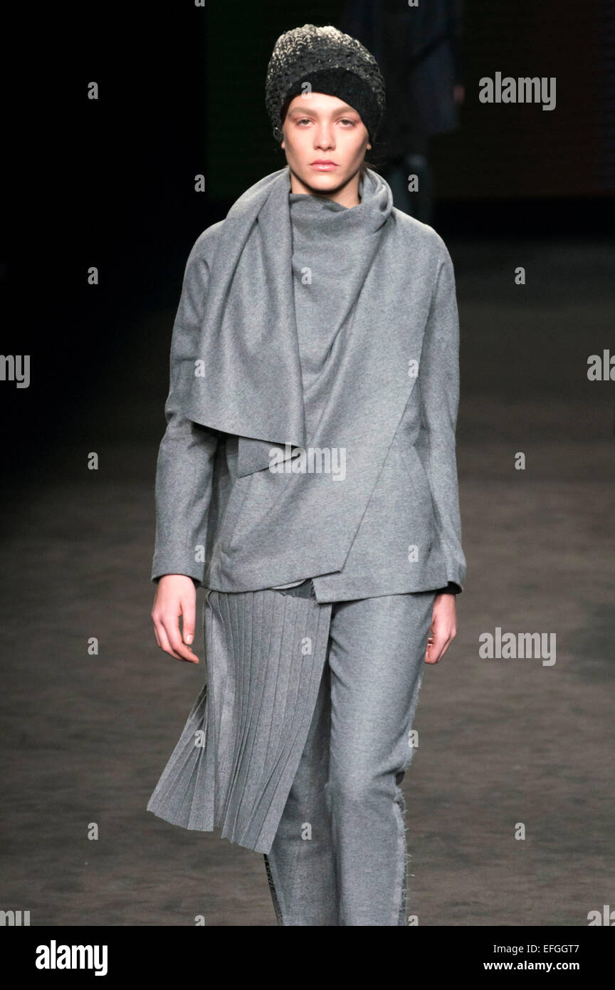 Barcelona, Spain. 03rd Feb, 2015. Model bei der Miriam Ponsa Fashion Show auf der 080 Barcelona Fashion Week Autumn/Winter - Stock Image