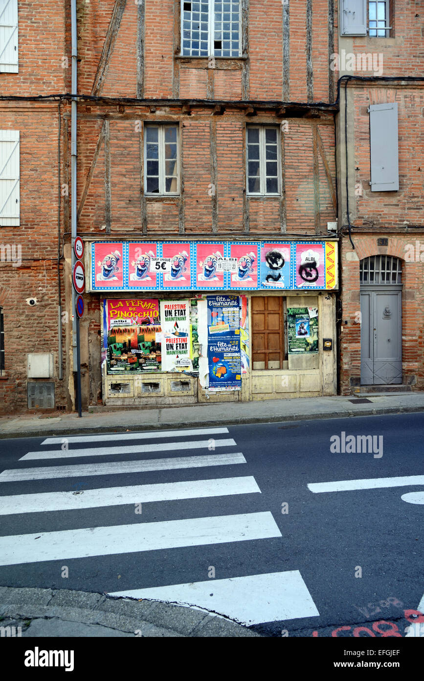 Abandoned or Closed Corner Shop or Local Store in the Old Streets of Albi Tarn France - Stock Image