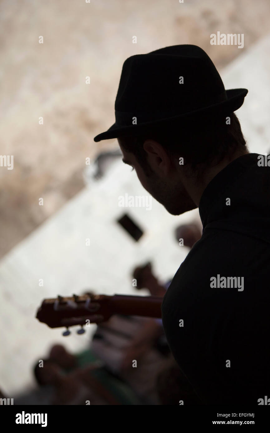 Guitarist playing in the sreet - Stock Image