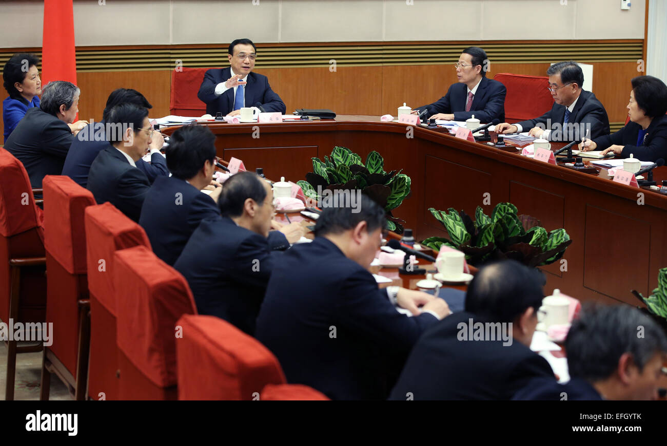 (150204) -- BEIJING, Feb. 4, 2015 (Xinhua) -- Chinese Premier Li Keqiang presides over a symposium to solicit opinions - Stock Image