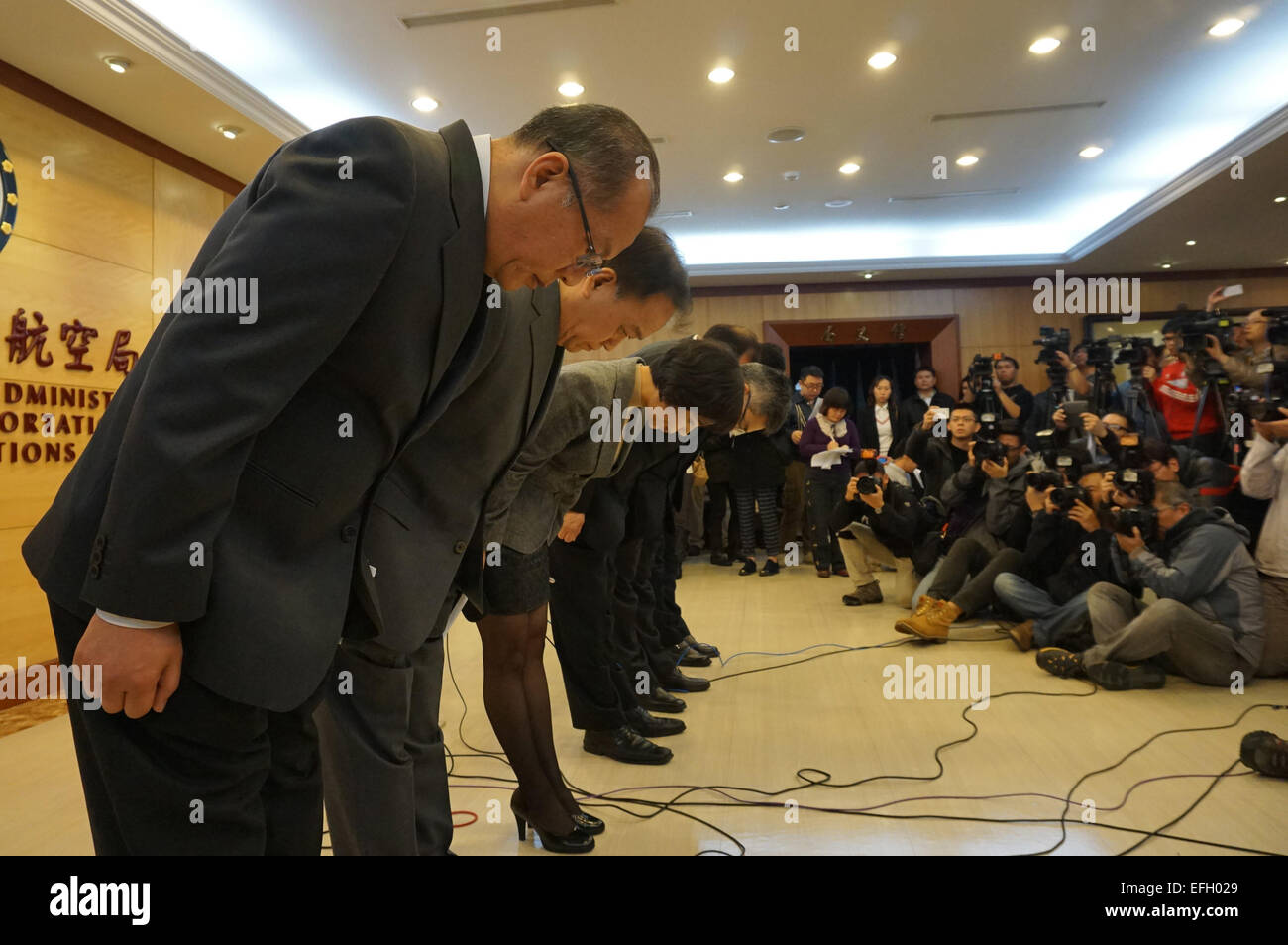 Taipei. 4th Feb, 2015. Senior management staff of Taiwan TransAsia Airways bow to show their regret for a plane - Stock Image