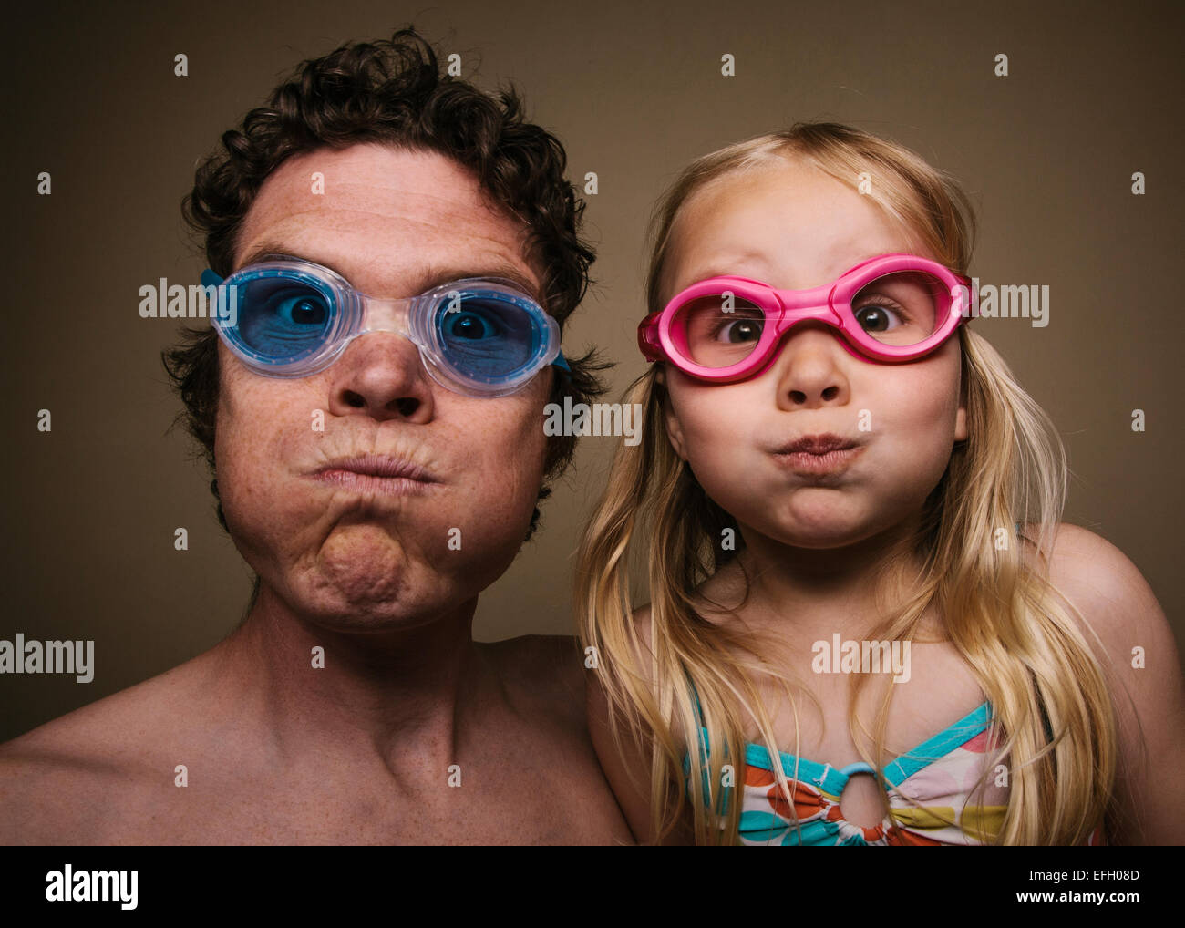 d0c03193371a a man and a 5 year old girl wearing goggles ready for a swim Stock ...