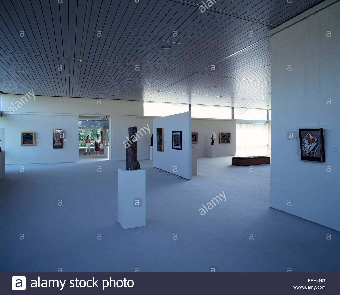 D-Saarbruecken, Saar, Saarland, Saarlandmuseum, Moderne Galerie, Innenansicht, Ausstellungsraum, Kunstobjekte, D Stock Photo