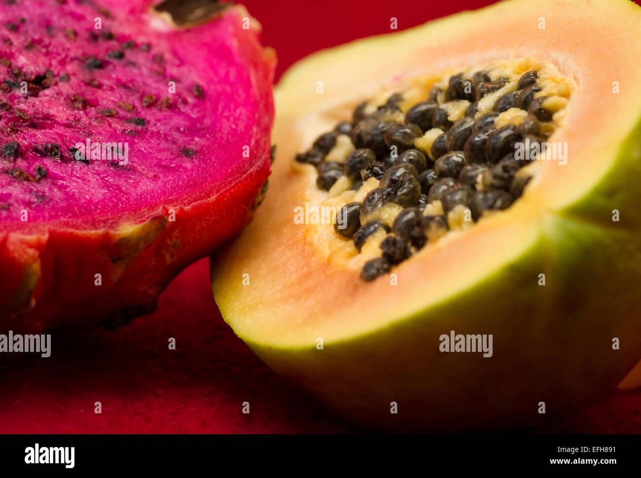 vibrant exotic dragonfruit pitaya and papaya pawpaw - Stock Image