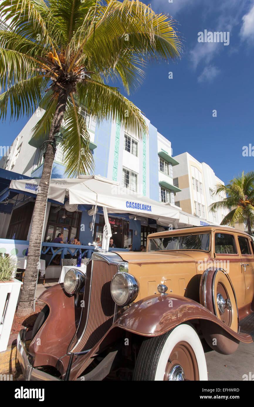 Oldtimer on the Ocean Drive, Art Deco District, South Beach, Miami, Florida, USA - Stock Image