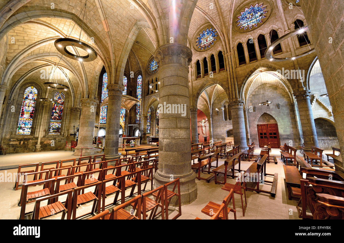 Spain, Navarra: Inside view of the gothic church La Colegiata of St. James Way stop Roncesvalles Stock Photo