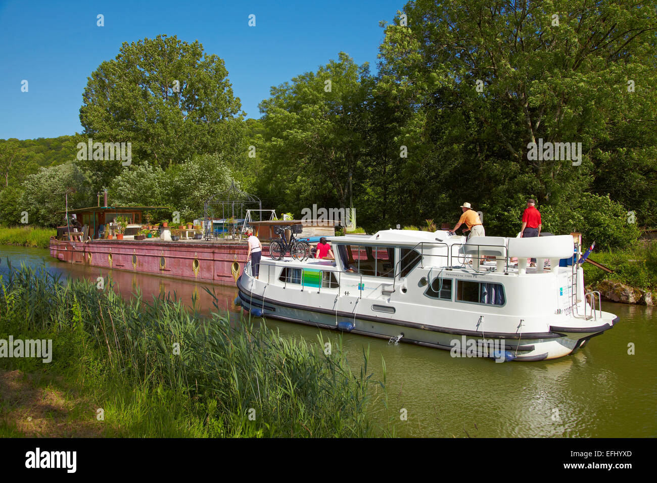 Houseboat in the Doubs-Rhine-Rhone-channel at Double lock 54-55 Rancenay, PK 63, Doubs, Region Franche-Comte, France, Stock Photo
