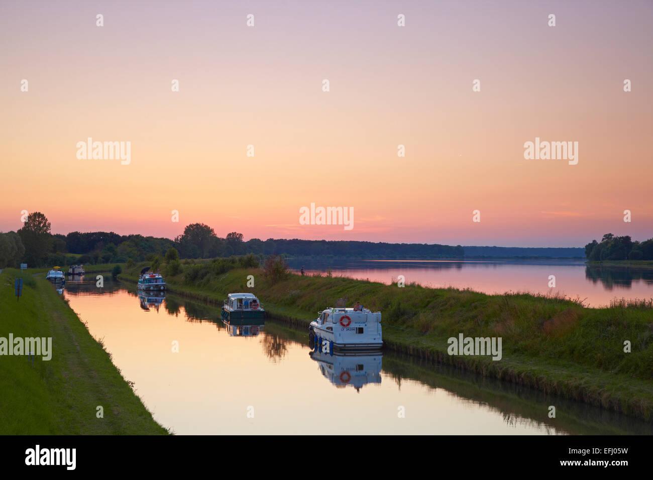 Summer evening on the Canal de la Marne au Rhin at Gondrexange, Moselle, Region Alsace Lorraine, France, Europe - Stock Image