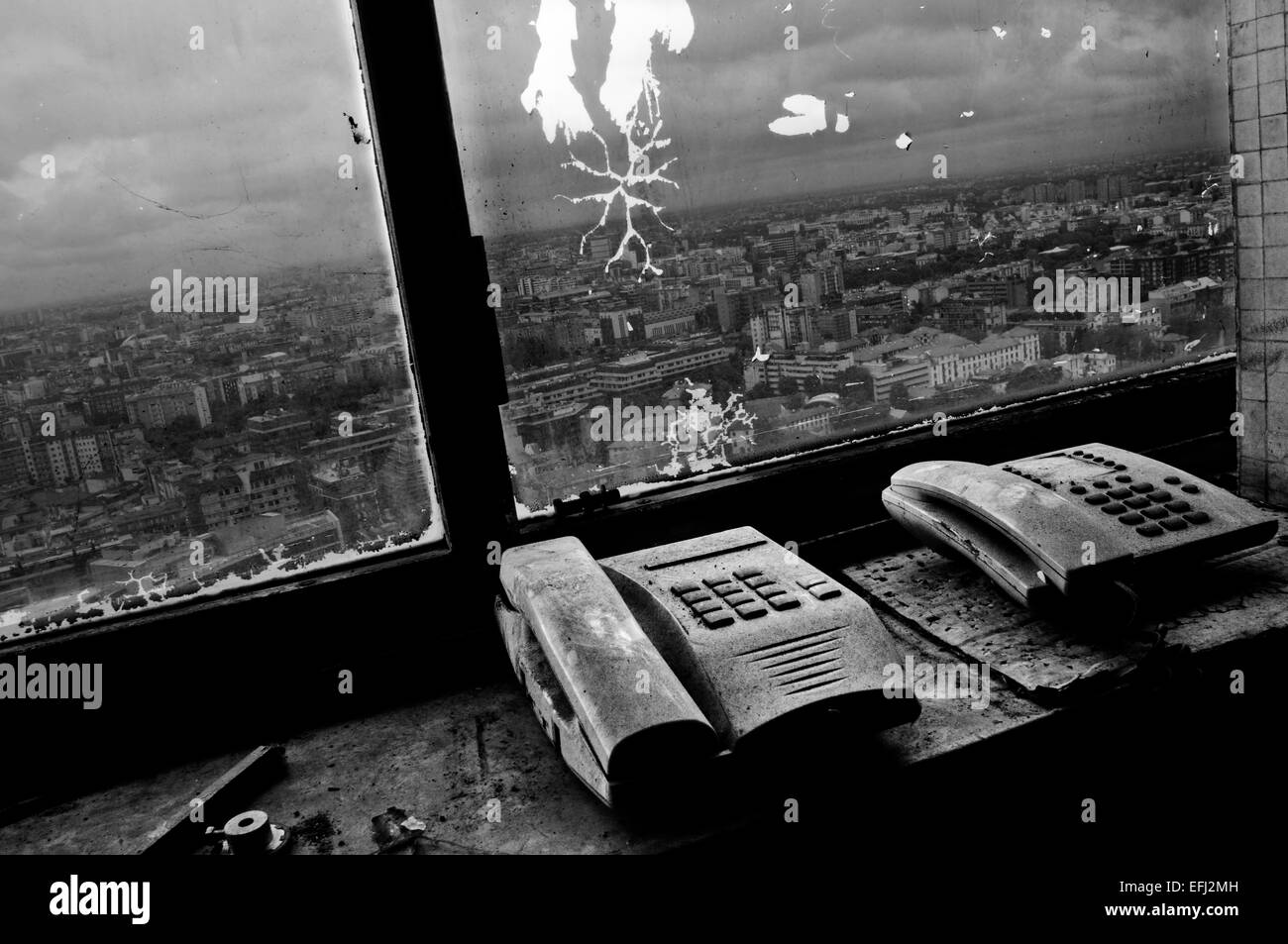 Abandoned skyscraper windows - Stock Image
