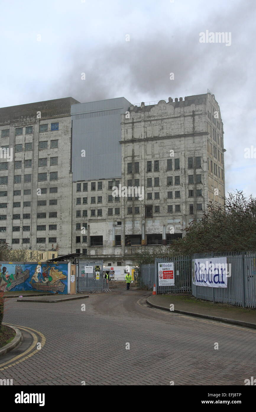 London, UK. 05th Feb, 2015. Millennium Mills, Cannning Town fire sees 8 fire engines and almost 60 firefighters - Stock Image
