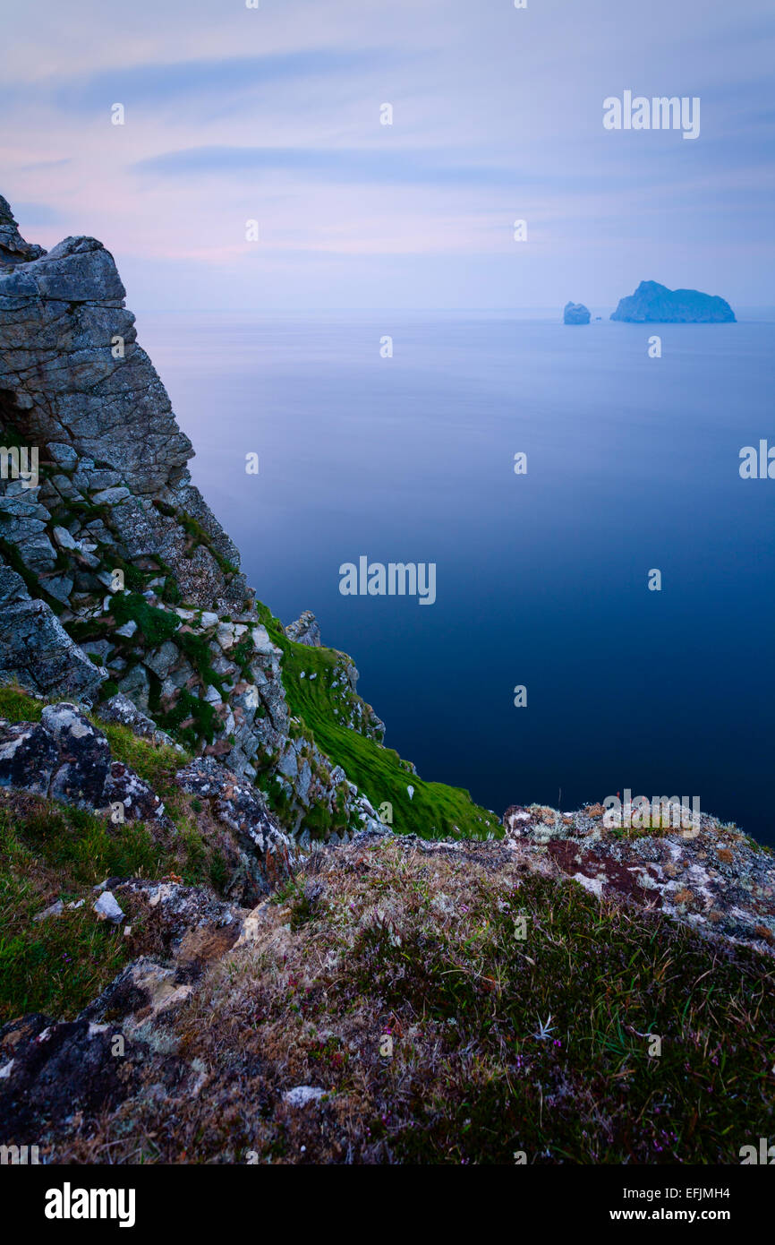 View over the uninhabited island of Boreray from the steep cliffs of Hirta, St Kilda - Stock Image