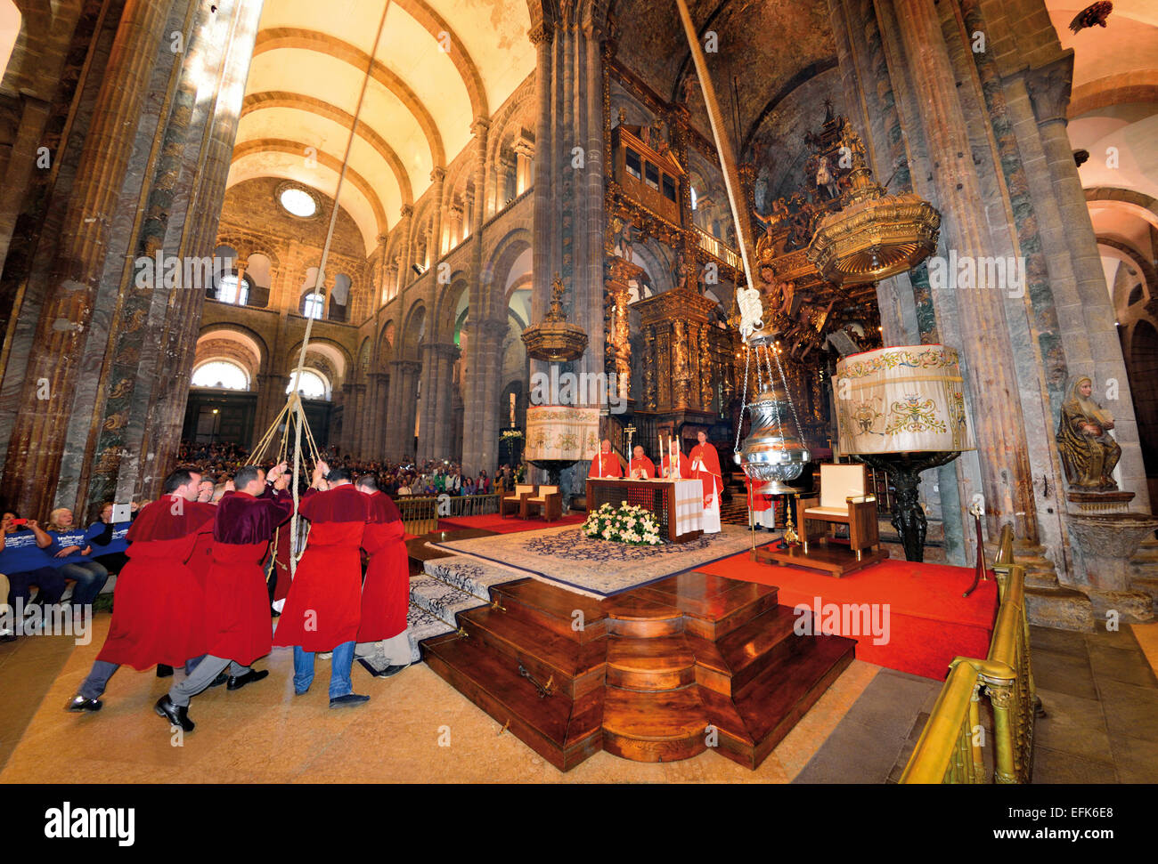 Spain, Galicia: Acolytes swinging the 'Botafumeiro'  during the mass in the legendary Cathedral of Santiago - Stock Image