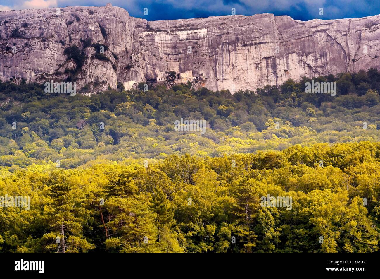paysage et monastere de la st baume Massif de la Sainte Baume, côté Plan d'Aups var france 83 - Stock Image