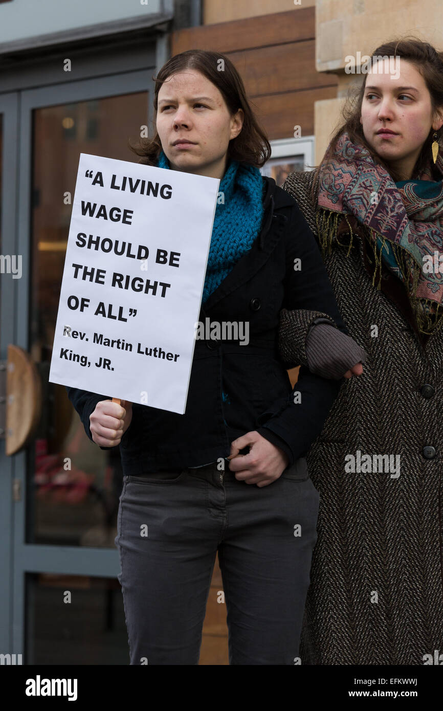 London, UK. 6th February 2015.  Demonstrators stage a protest calling for the living wage to be paid to staff, outside Stock Photo