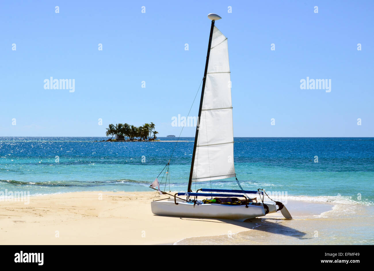 Day Sailing in the Belize Cays, Caribbean Sea - Stock Image