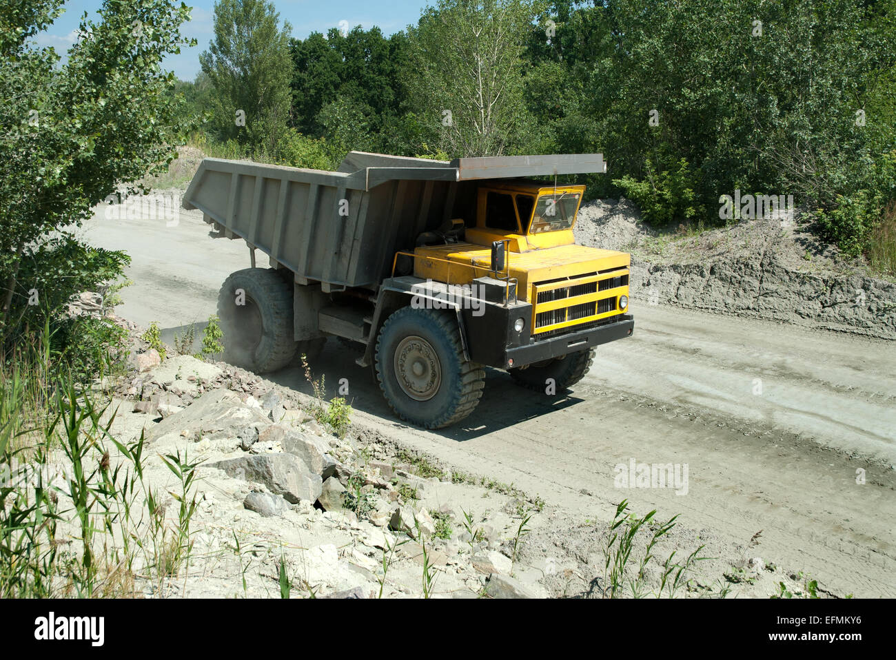 Quarry Loading Truck Stone Stock Photos & Quarry Loading Truck Stone