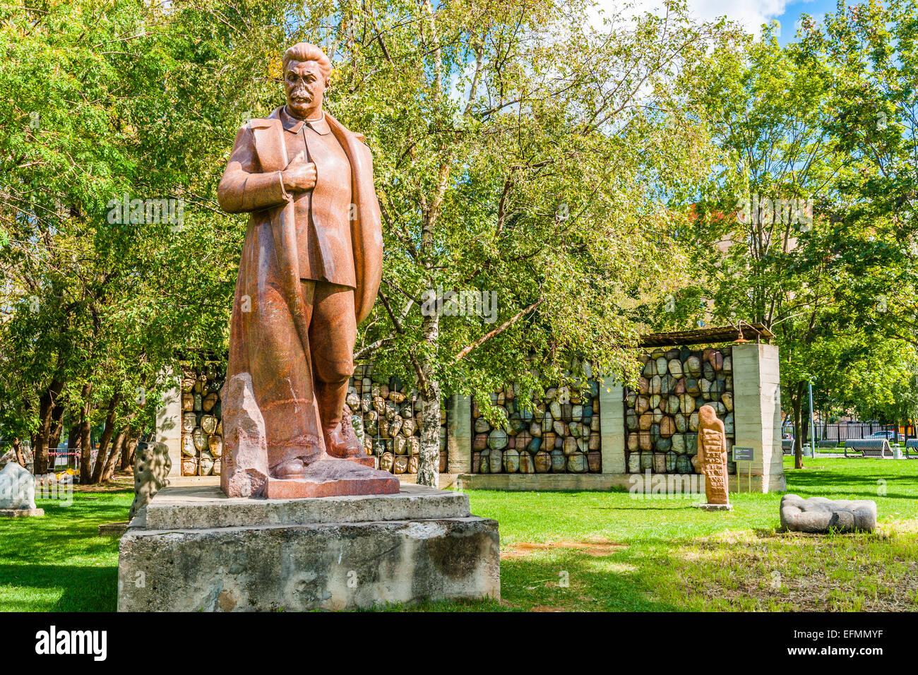 Monuments to Stalin and monument to victims of Stalinism - Stock Image