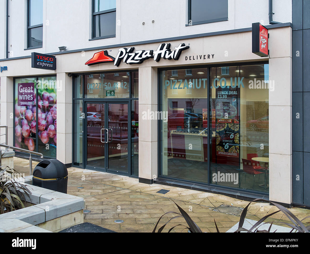 Pizza Hut Delivery Fast Food Outlet England Uk Stock Photo 78518159