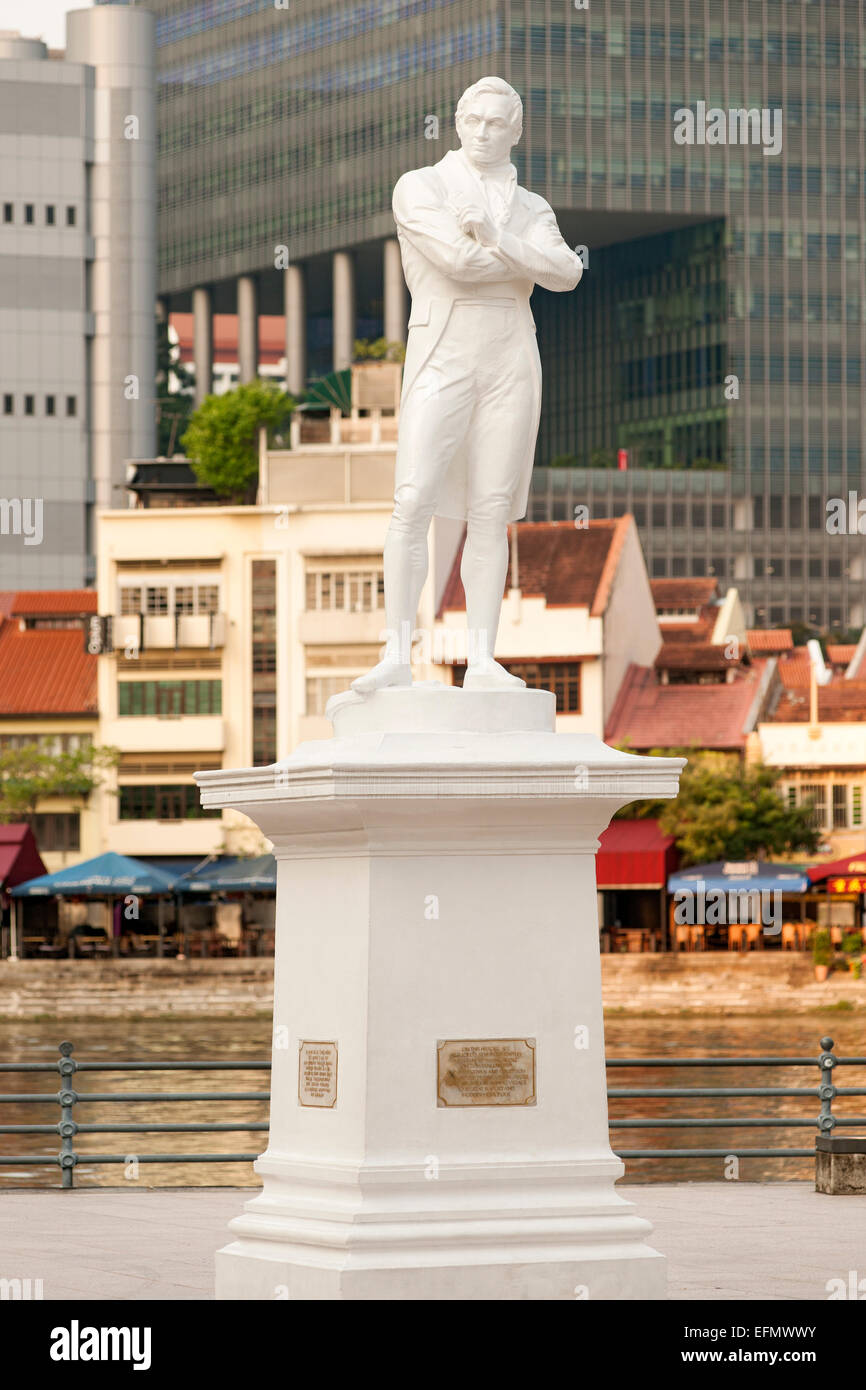 Statue of Sir Stamford Raffles at Boat Quay in Singapore. - Stock Image