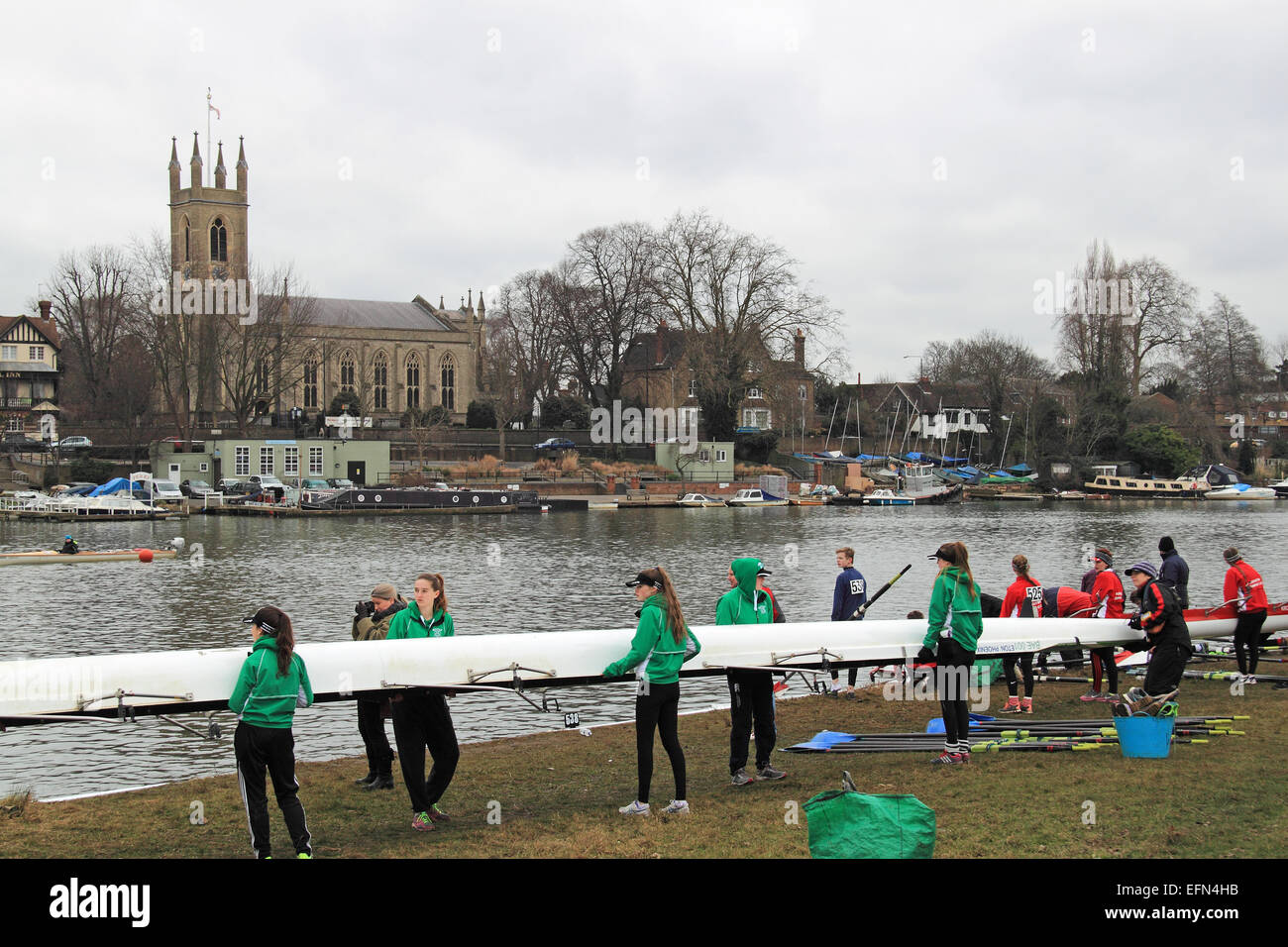 Barn Elms Rowing Club WJ16A.8+ prepare to launch. Hampton Head (Junior 4s and 8s) rowing event.  River Thames, Hurst - Stock Image