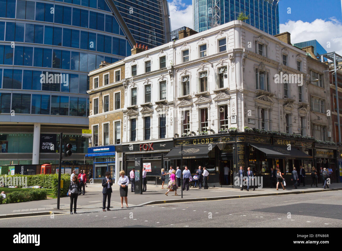 Globe pub at the junction of Moorgate and London Wall - Stock Image