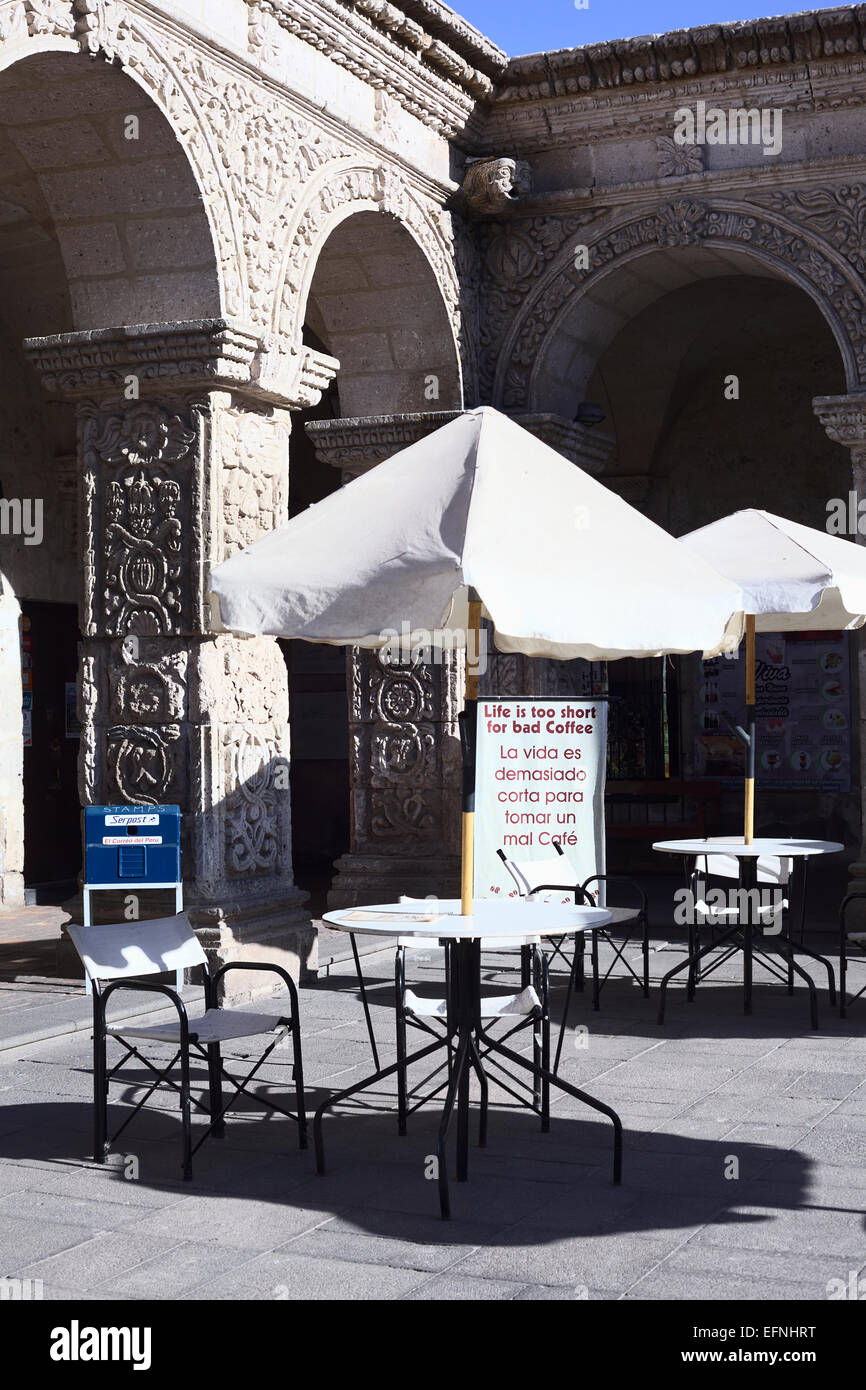 Outdoor tables and chairs of the Cafe Bar Senor Misti in a patio of the Cloisters of the Company in Arequipa, Peru - Stock Image