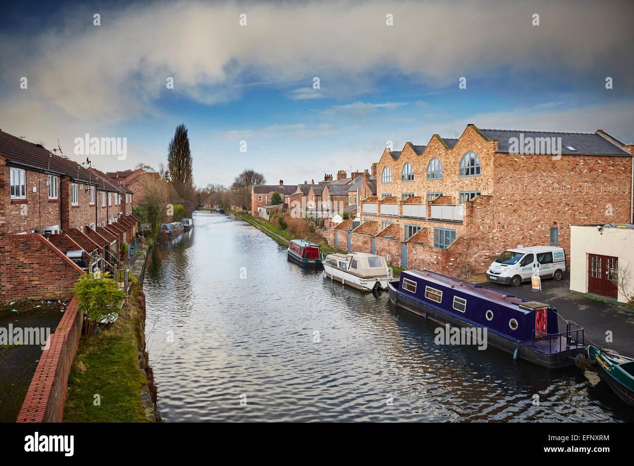 Stockton Heath civil parish suburb of Warrington, Cheshire, England UK . Housing on the Bridgewater Canal - Stock Image