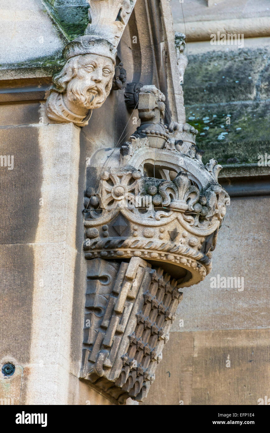 Decorative stone portcullis, the symbol of the Houses of Parliament, on the side of the Palace of Westminster - Stock Image