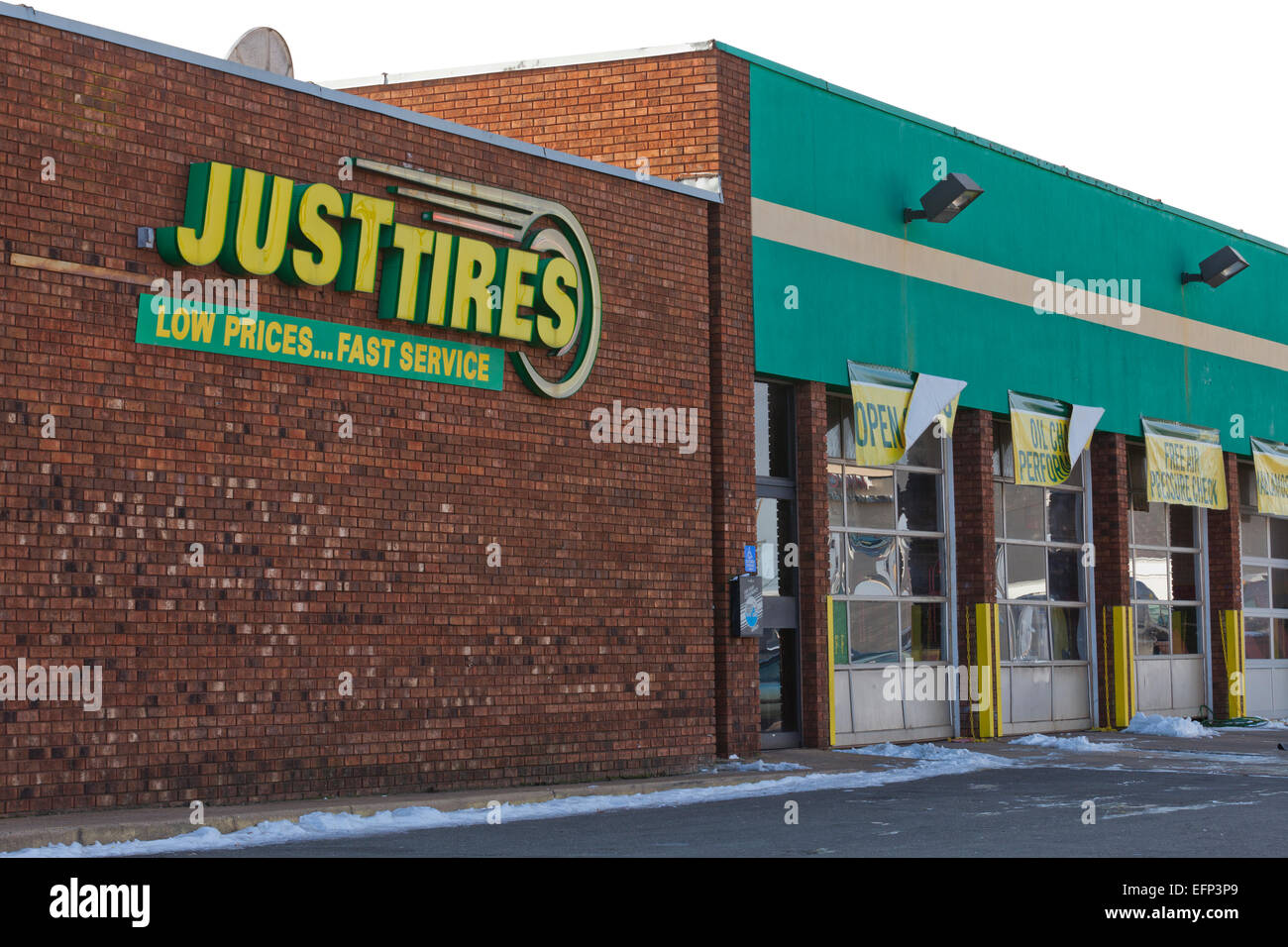 Just Tires storefront - USA - Stock Image