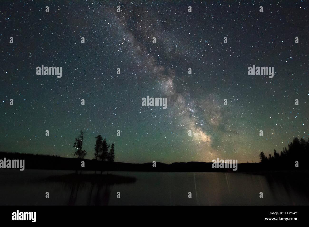 View of lake and stars at night, Thompson Okanagan, Penticton, British Columbia, Canada - Stock Image