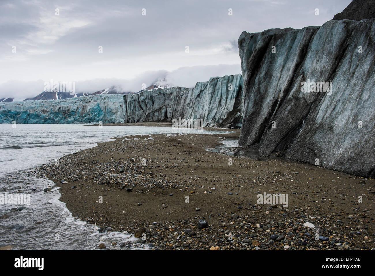 Gravel beach in front of a huge glacier in Hornsund, Svalbard, Arctic, Norway, Scandinavia, Europe - Stock Image