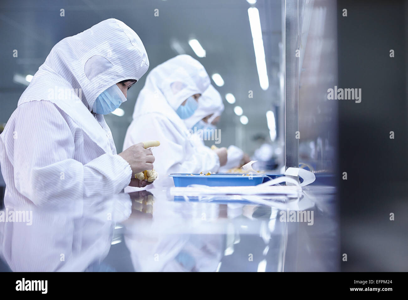 Workers testing ecigarettes in factory - Stock Image