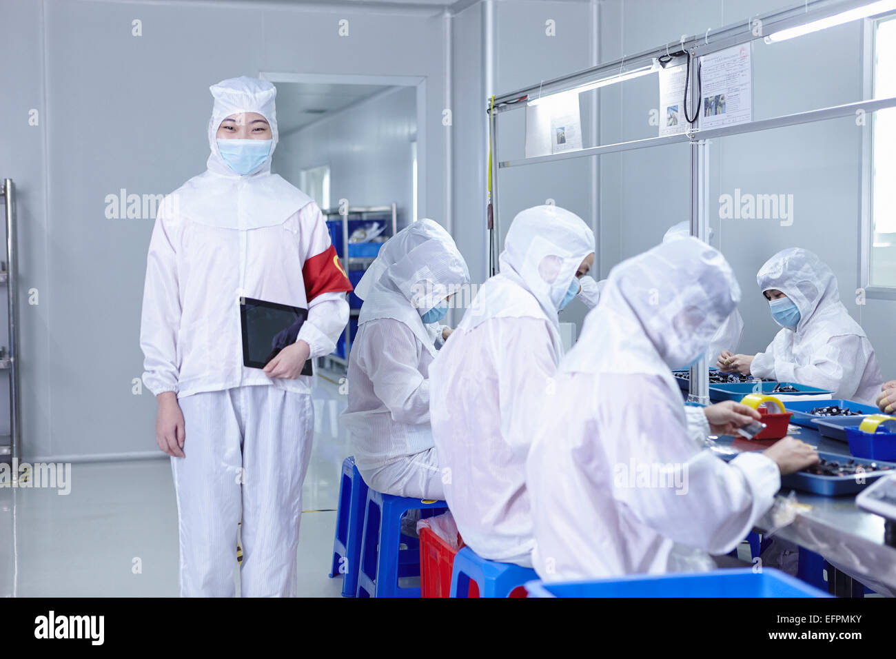 Workers in ecigarette factory - Stock Image