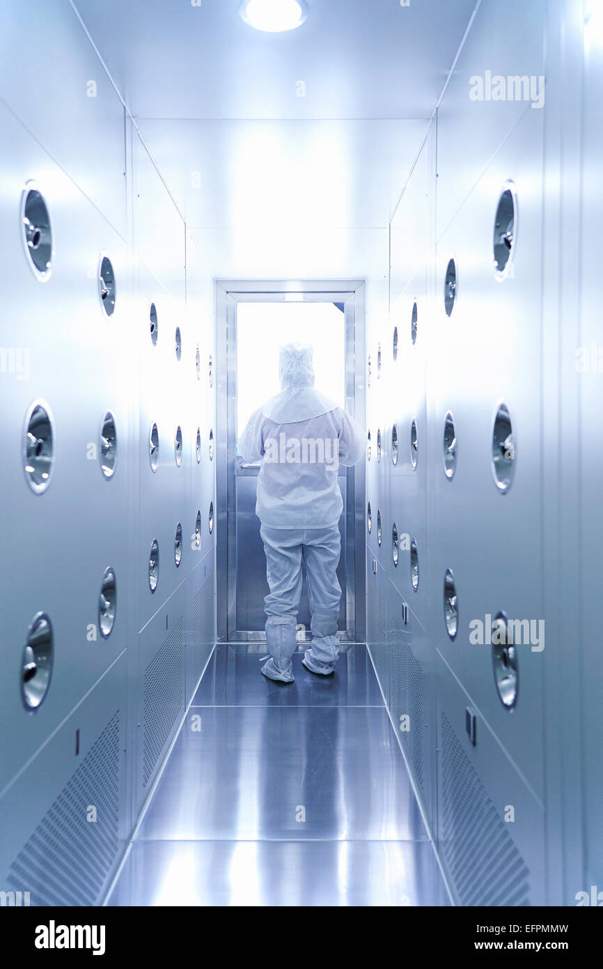 Worker wearing protective clothing in ecigarette factory - Stock Image