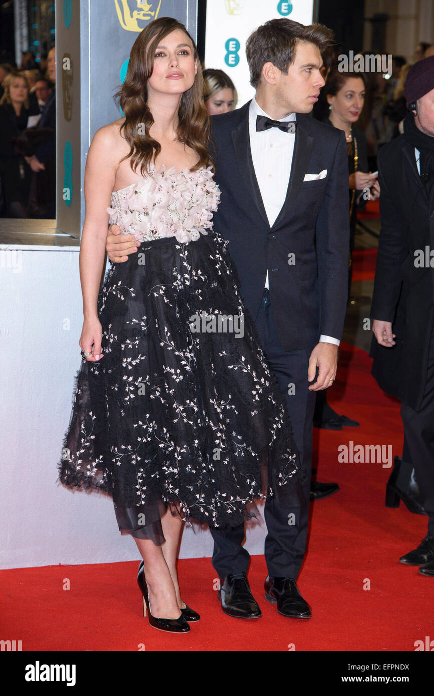 Keira Knightley arrives on the red carpet for the EE BRITISH ACADEMY FILM AWARDS on 08/02/2015 at Royal Opera House, - Stock Image