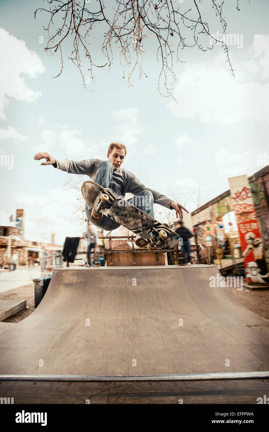 Skateboarding on mini ramp, Frontside Ollie, Berlin, Germany - Stock Image