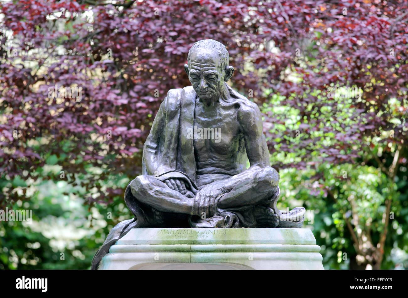 Statue of Mahatma Gandhi, Tavistock Square, London. - Stock Image