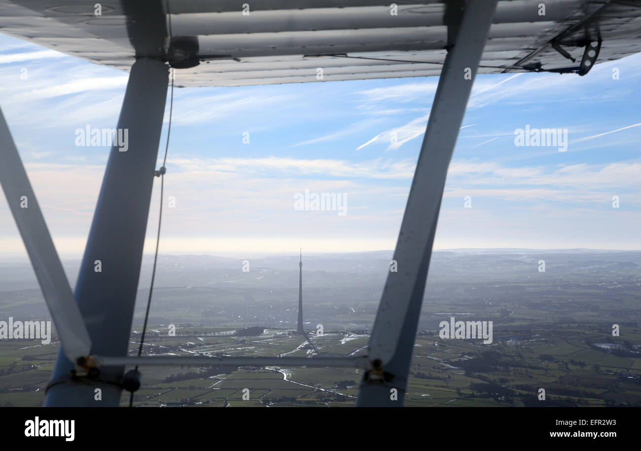 aerial view of Emley Moor TV mast under the wing of a light aircraft - Stock Image